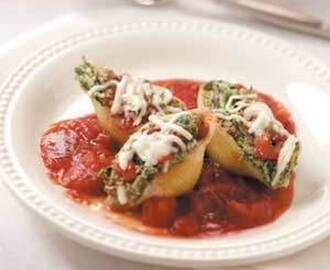 Pasta Shells stuffed with spinach and cheese