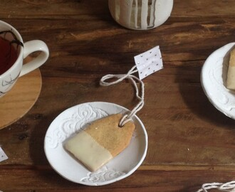 Chai and White Chocolate Tea Bag Biscuits