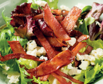 Salad with crispy ham strips