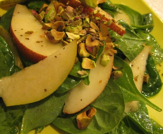 Pistachio-Pear Spinach Salad