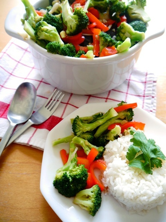 Stir-Fried Broccoli with Ginger and Thai Oyster Sauce Recipe