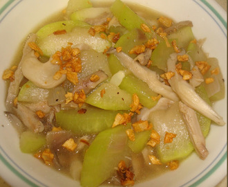 Ginisang Upo at Kabute (Sauteed White Squash with Mushrooms)