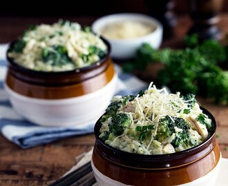 {One Pot} Creamy Chicken, Broccoli, and Rice Divan