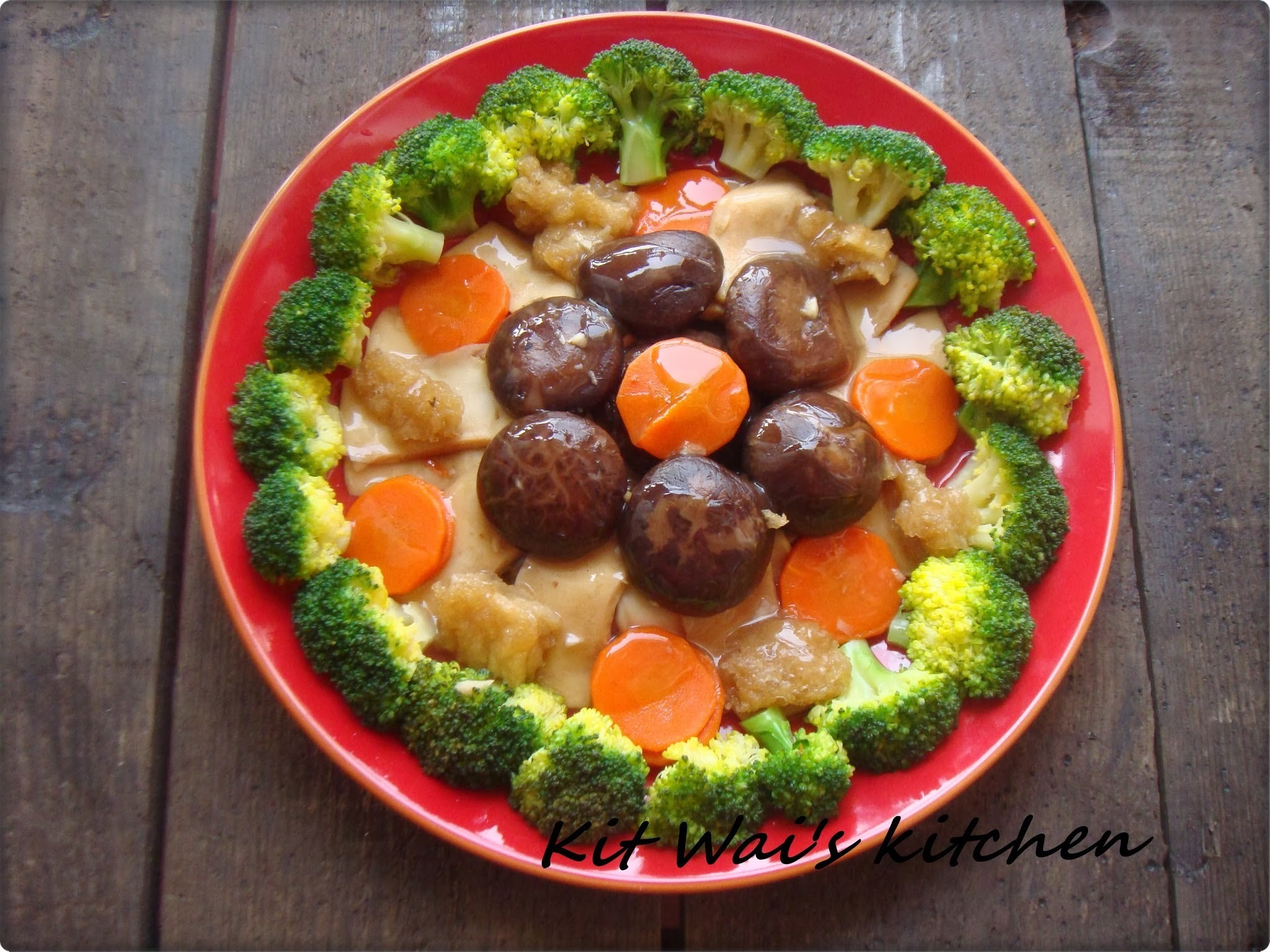 吉祥三宝鱼鳔鲍片焖香菇 ~ Braised mushromm with fish maw and sliced abalone
