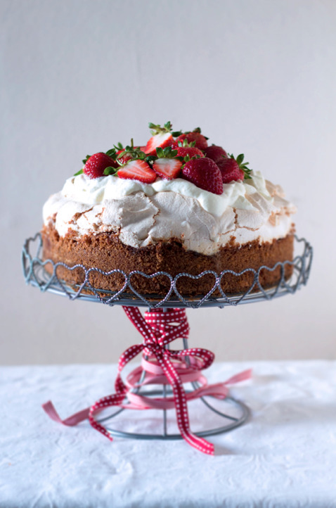 Strawberry meringue crunch cake with whipped cream