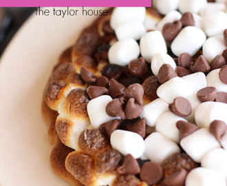 Grilled Smores Dessert Pizza + Giveaway