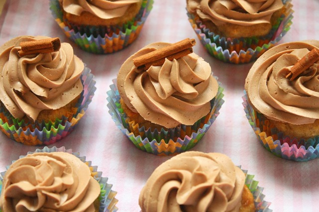 Banana Cupcakes with Cinnamon-Chocolate Buttercream (Vegan, Gluten-free and Soy-free)