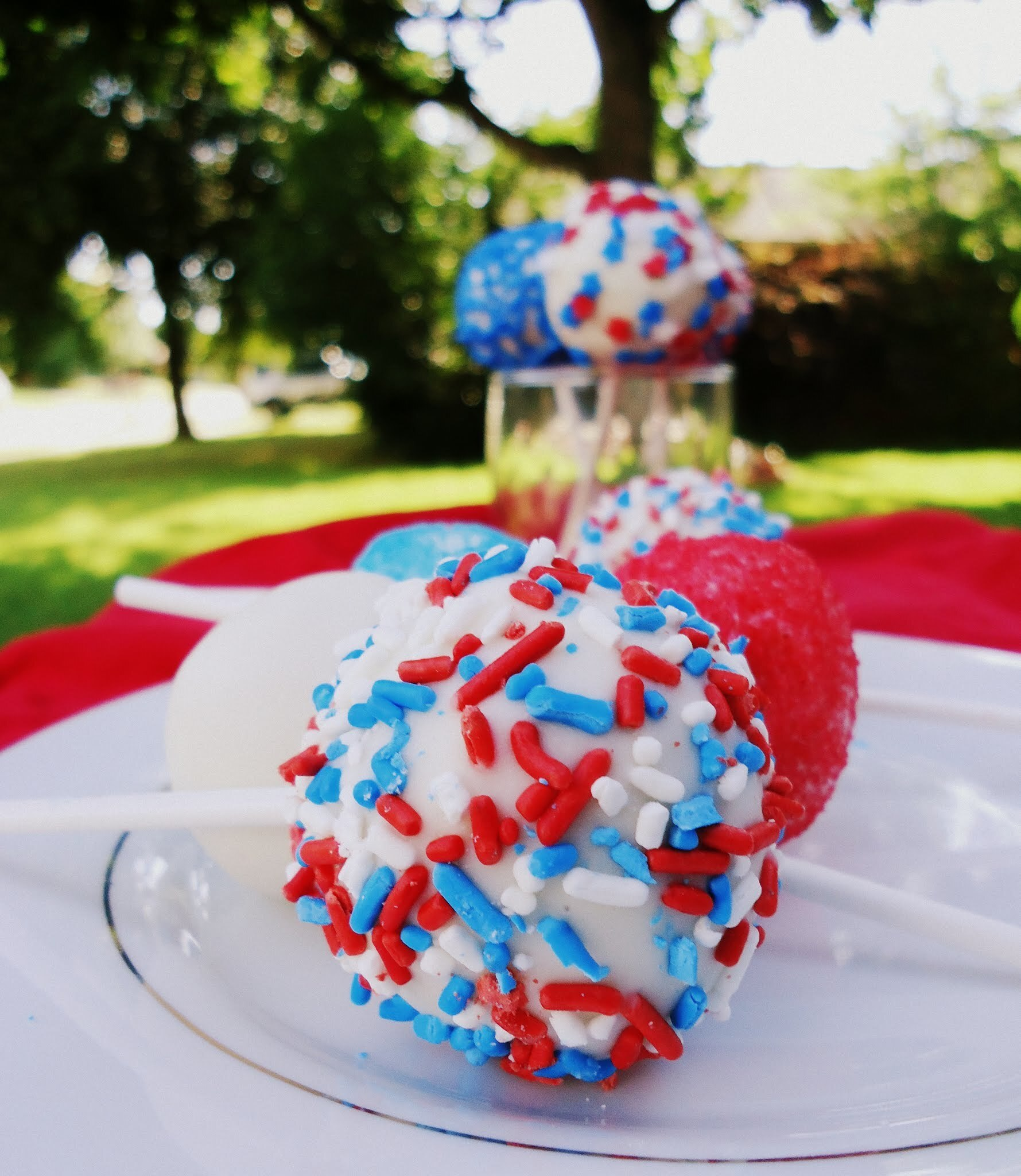 Patriotic Cake Pops (and Bonus Funfetti Cupcakes!)