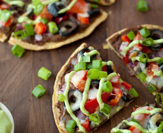 Skinny black bean and veggie Mexican pizza