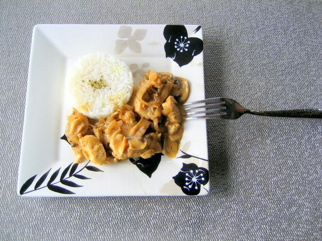 Creamy Chicken with Mushrooms and Onions