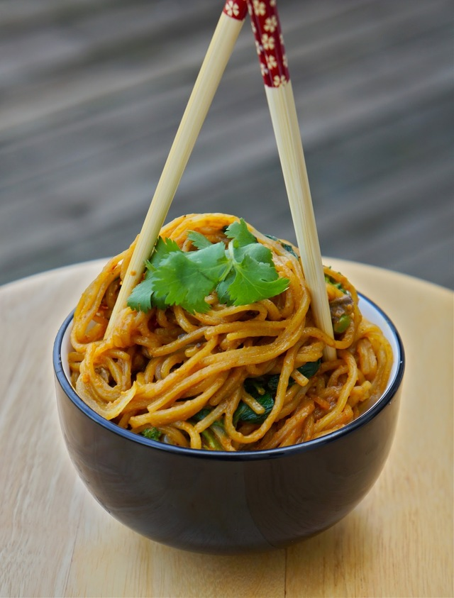 Rice noodles in peanut curry sauce