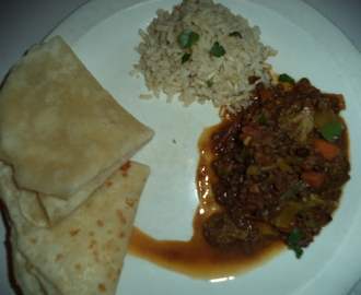 Vegetable curry with roti