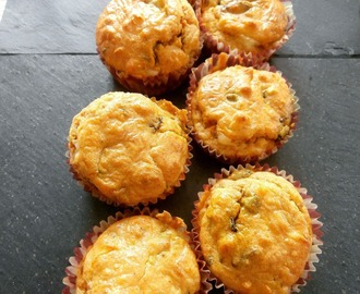 Petits cakes à la courgette, fanes de carottes, emmental et carottes (Small cakes with zucchini, carrot tops, carrots and emmental)