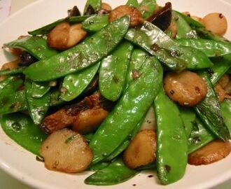 Stir Fried Mangetout and Water Chestnuts