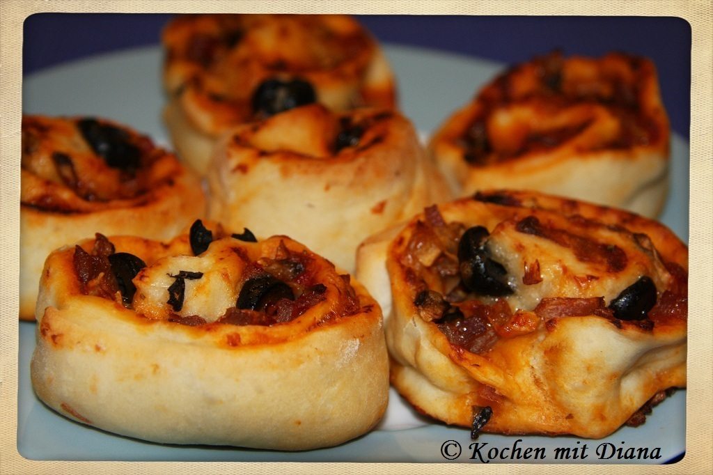 Pizzaschnecken/ Pizza rolls