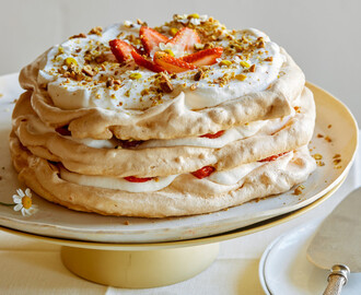 Strawberry and Pistachio Pavlova Cake