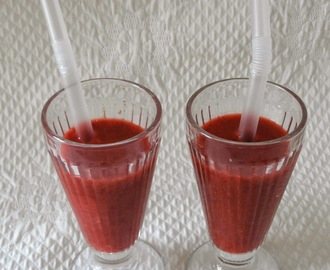 Smoothie fraises cerises (Strawberries and cherries smoothie)