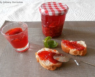 Confiture fraises tomates basilic (Strawberries and tomatoes with basil jam)