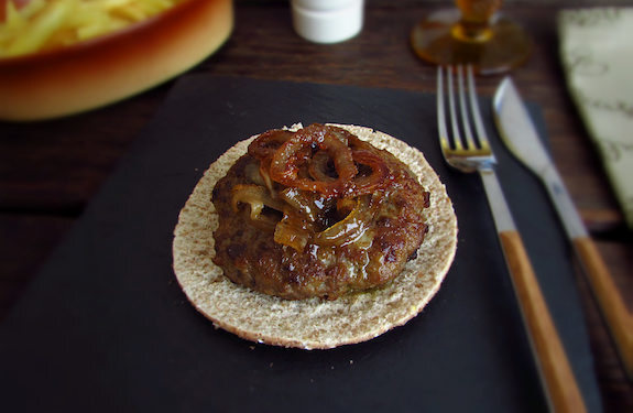 Burger with caramelized onion | Food From Portugal