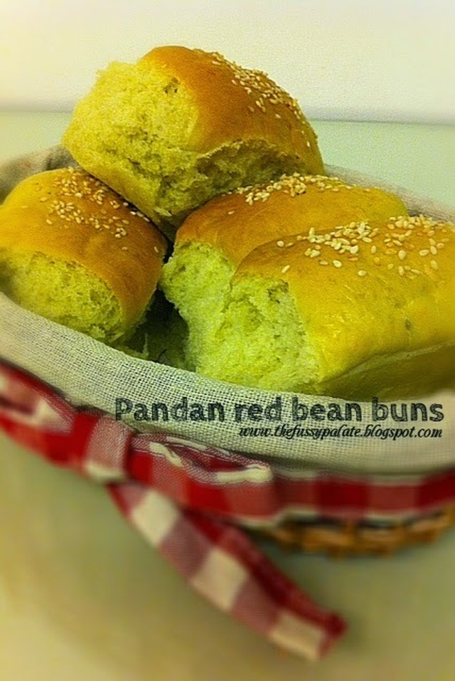 Pandan bread with red bean filling (Sponge dough starter method)