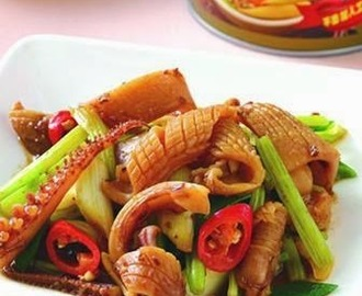 Celery fried squid Zhajiang