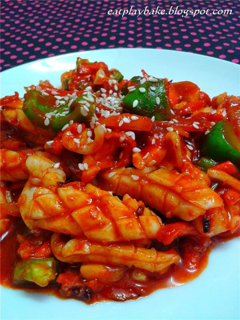 韩式辣炒鱿鱼 Ojingeo Bokkeum (Korean Spicy Stir-Fried Squid)