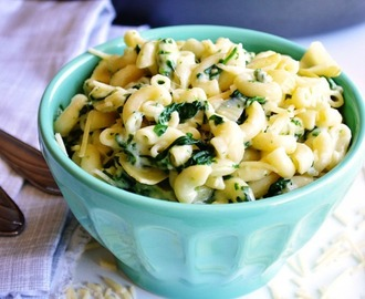 {One Pot} Spinach & Artichoke Mac and Cheese