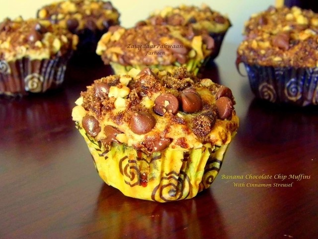 Banana Chocolate Chips Muffins with Cinnamon Streusel