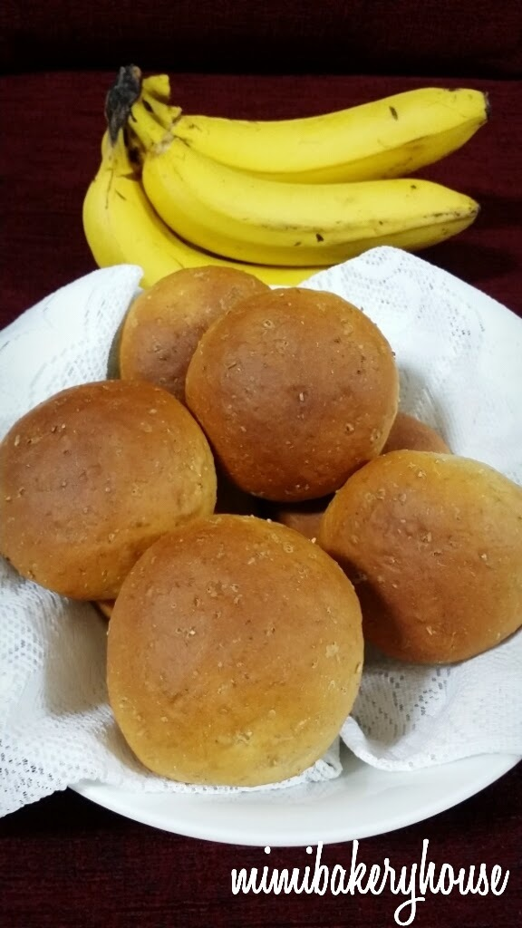 Banana Wholemeal Bread Rolls