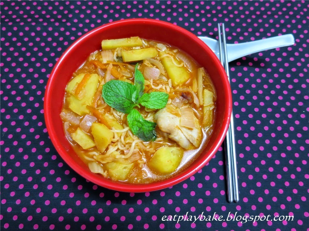 鸡肉马铃薯泡菜面 Kimchi Noodle Soup with Chicken and Potato