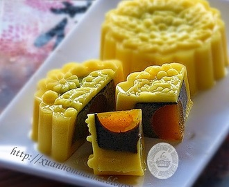 芒果黑芝麻优格燕菜月饼 (Mango Black Sesame Yogurt Jelly Mooncake)