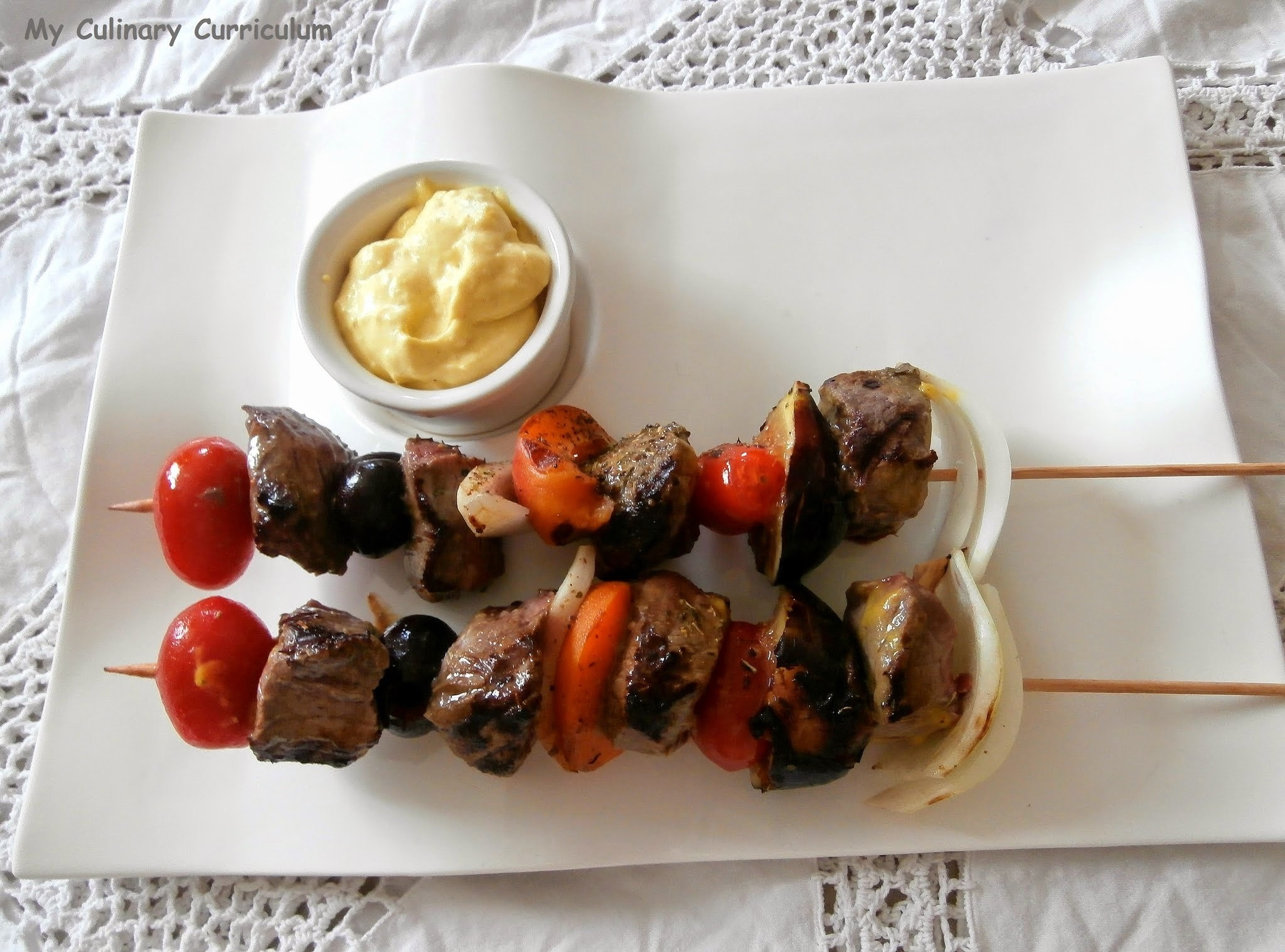 Brochettes de bœuf, figues, cerises, abricots, tomates cerises et chantilly à la moutarde (Beef skewers, figs,cherries, apricots, cherry tomatoes and mustard chantilly)