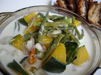 Ginataang Kalabasa at Sitaw (Squash and String Beans in Coconut Milk)