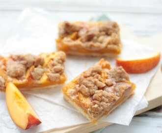 Cinnamon Streusel Peach Pie Bars