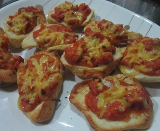 PANDESAL PIZZA