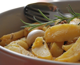 Le patate al forno marinate