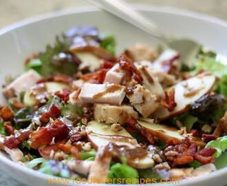 APPLE, BACON AND PECAN SALAD WITH BALSAMIC DRESSING
