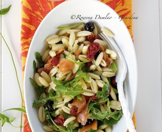Cold Pasta Salad With Smoked Salmon, Sun-Dried Tomatoes and Olives