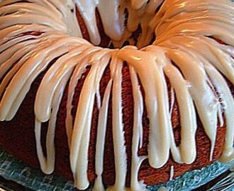Bananas and Cream Bundt Cake w/ Brown Butter Glaze