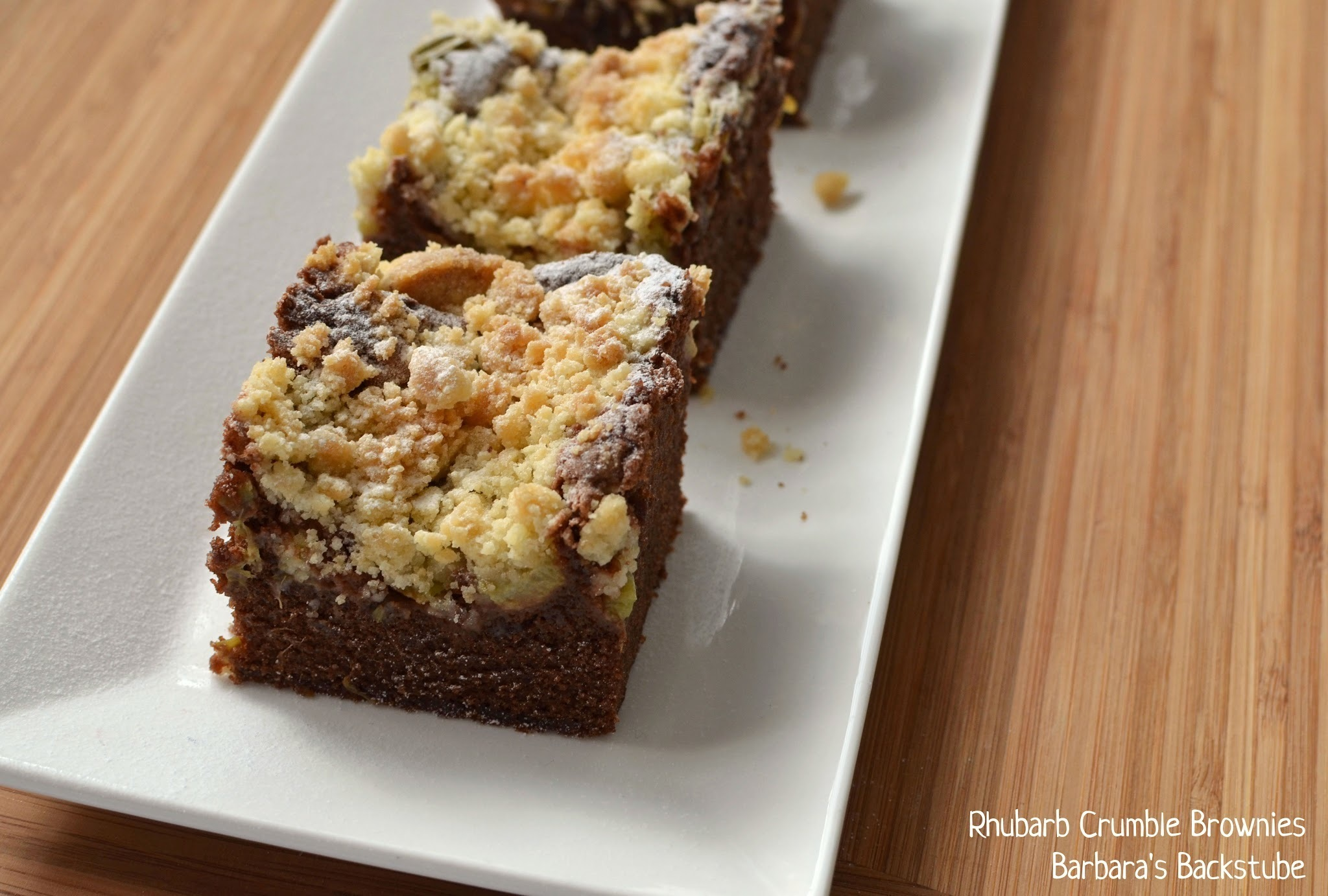 Rhubarb Crumble Brownies - Rhabarber Streusel Brownies