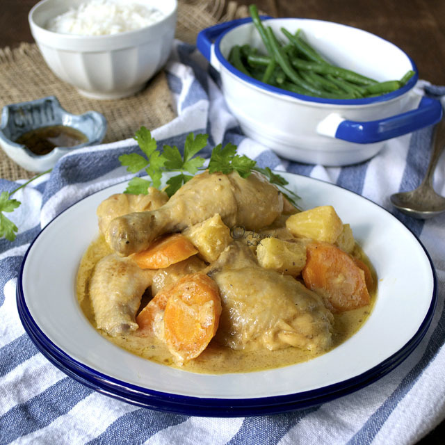 PININYAHANG MANOK (FILIPINO CHICKEN STEW WITH PINEAPPLE)