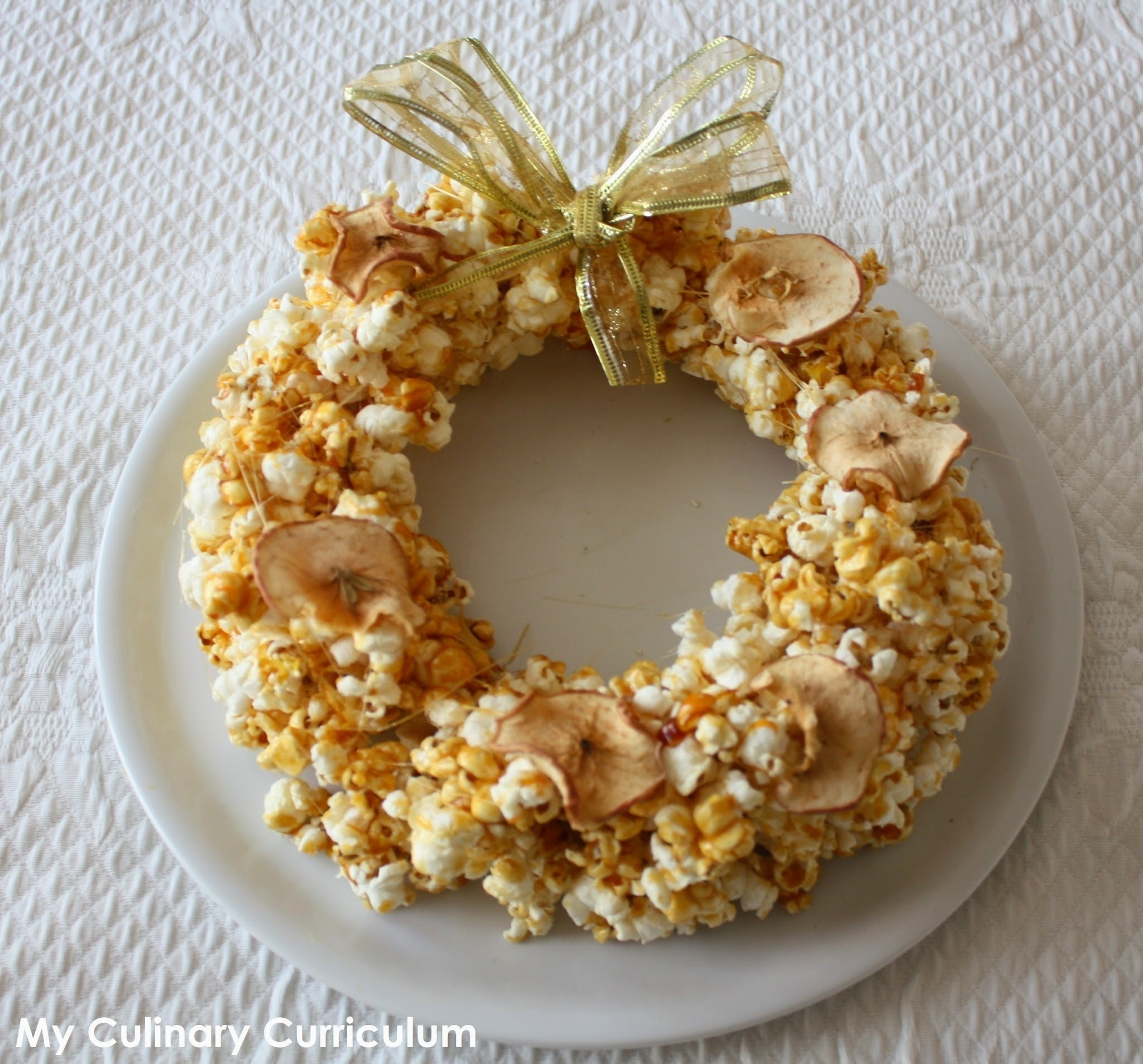 Couronne de Noël en pop-corn (Popcorn Christmas crown)