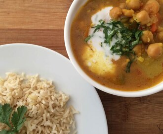 How to make a winter beating mild veggie curry that'll make you happy.