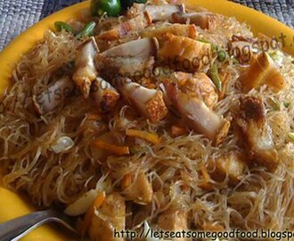 Pansit Bihon ( Stir-fried Vermicelli) Con Lechon (Deep-fried Pork) Recipe