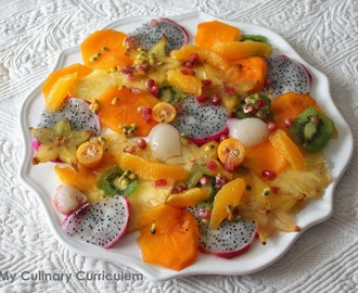 Salade de fruits exotiques au sucre pétillant et au Cointreau (Salad of exotic fruits with sparkling sugar and Cointreau)