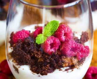 Trifle with Raspberries and Chocolate Cookies • Sugar-Free