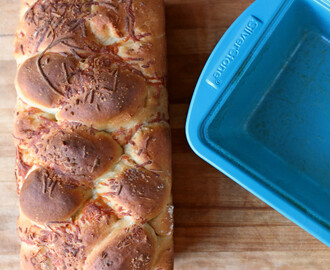 Cheese Ball Bread and a big #Giveaway with Virtual Potluck