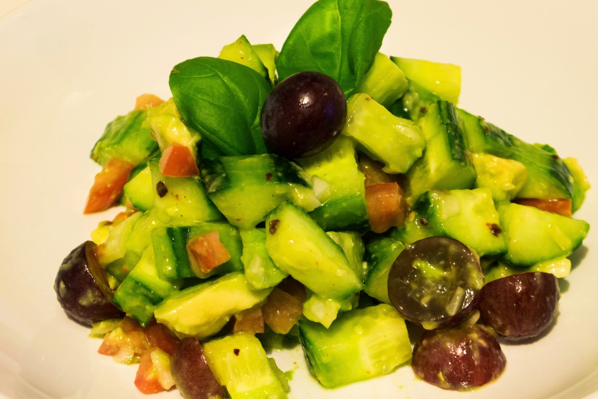 Avocado.Gurke.Chili.Salat.