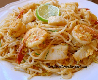 Mi Laksa Goreng Ala Thai (2)   - (Fried noodle laksa with Tom Yum paste )