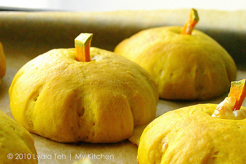 Pumpkin Buns [From Pumpkin Soup to Golden Buns]